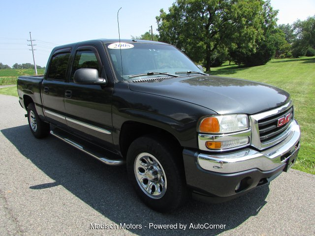 2005 GMC Sierra 1500 SLE Crew Cab Short Bed 4WD 4-Speed Automatic